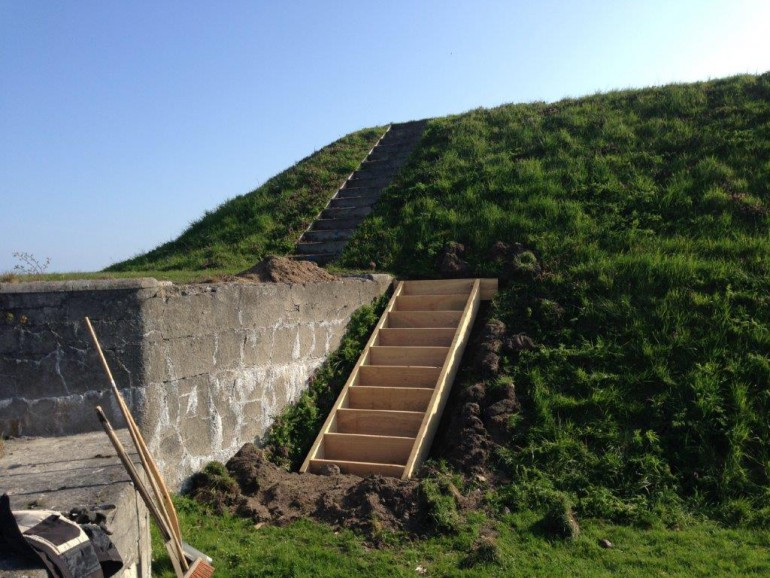 Udskiftning af egetræstrappe på Trekroner Søfort